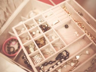 how-to-pack-jewelry